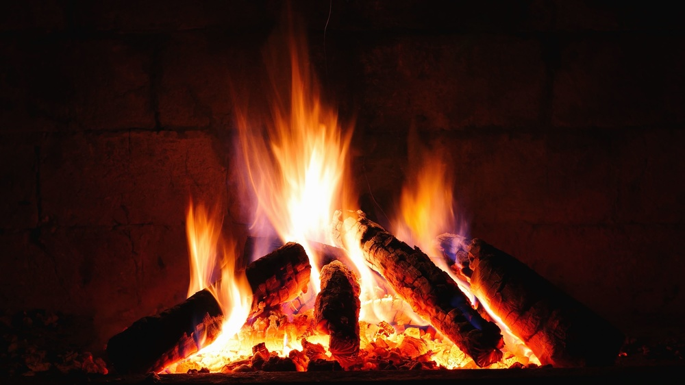 Come funzionano e quanto consumano le stufe e le caldaie a biomassa?
