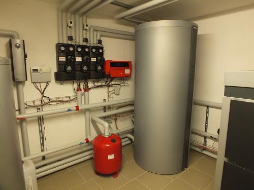 Villa con riscaldamento e produzione di ACS con caldaia a legna e solare termico - 3