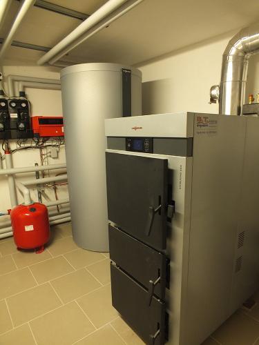 Villa con riscaldamento e produzione di ACS con caldaia a legna e solare termico - 4