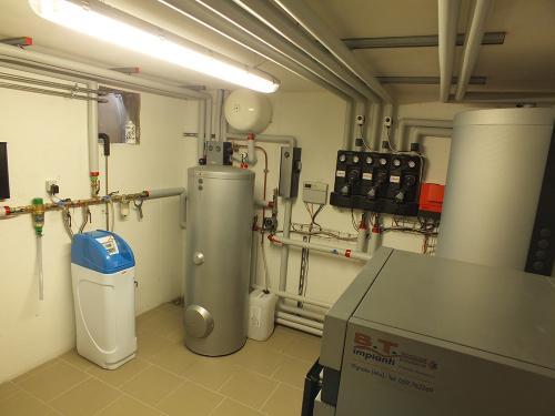 Villa con riscaldamento e produzione di ACS con caldaia a legna e solare termico - 7