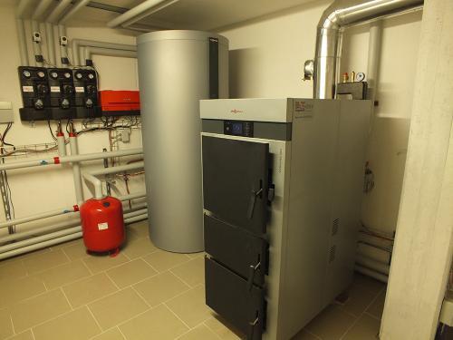 Villa con riscaldamento e produzione di ACS con caldaia a legna e solare termico - 5