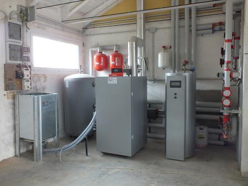 Centrale termica per riscaldamento e produzione ACS con caldaia a pellet e solare termico per laboratorio artigianale con abitazione annessa - 1
