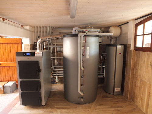 Riqualificazione impianti in Villa bifamiliare con impianto di riscaldamento e produzione di ACS con caldaia a legna, solare termico e pompa di calore - 1