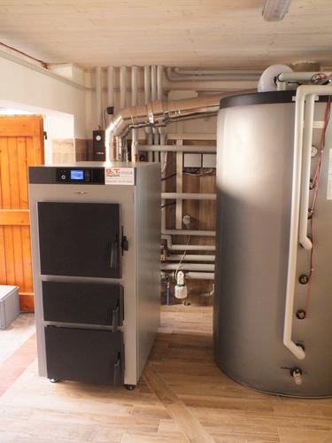 Riqualificazione impianti in Villa bifamiliare con impianto di riscaldamento e produzione di ACS con caldaia a legna, solare termico e pompa di calore - 2