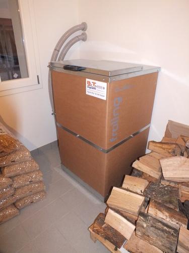 Riqualificazione villa con impianto di riscaldamento e produzione di acqua calda sanitaria con caldaia combinata legna/pellet - 4